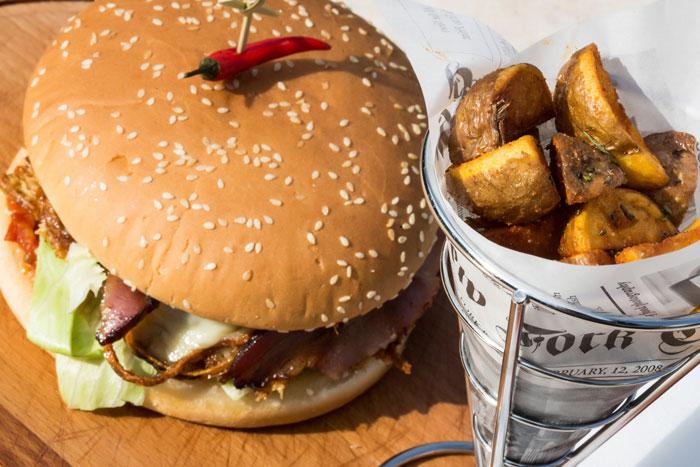 Burger-speisengalerie-sportscafe-dalibor